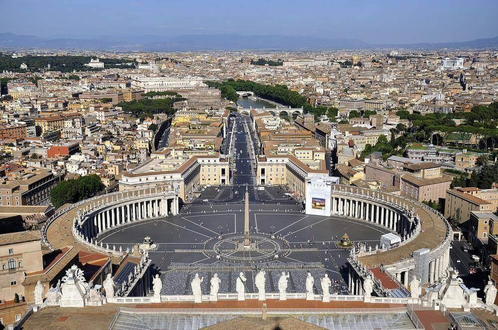Вид на Рим и Ватикан с купола Собора Святого Петра