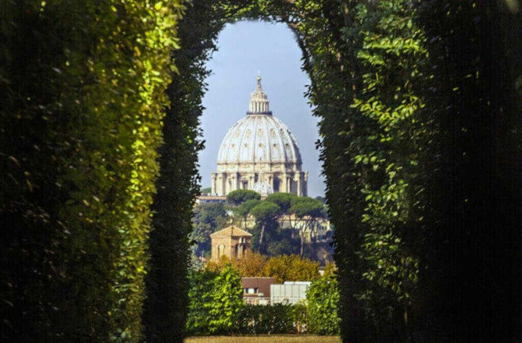 Вид через Святое отверстие в Риме