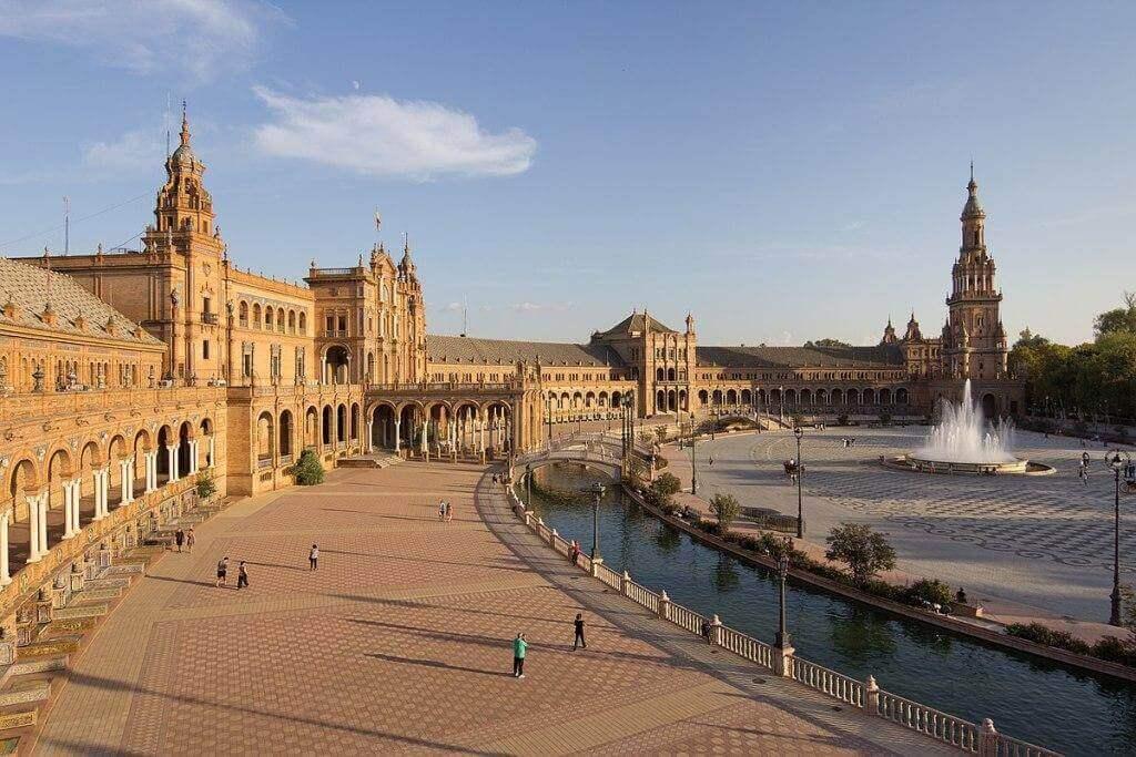 Испанская площадь в Севилье