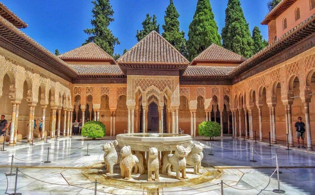 Львиный дворик Альгамбры