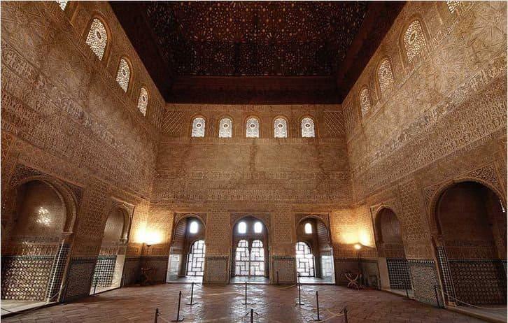 Дворец Комарес в Альгамбре