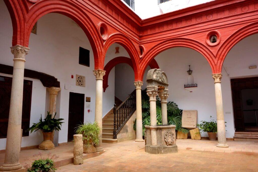 Дворец Мондрагон