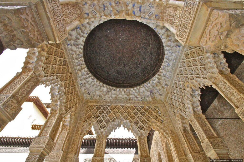 Комплекс Альгамбра в Гранаде